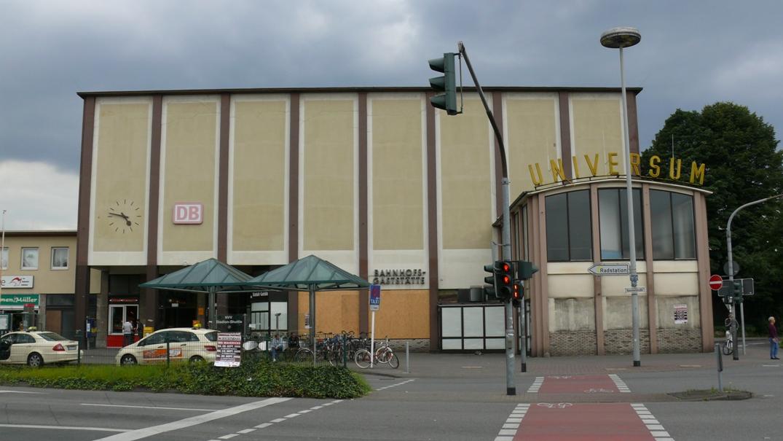 Diesen Eindruck nehmen Besucher von Rheydt auf die Reise vom Rheydter Hauptbahnhof aus mit